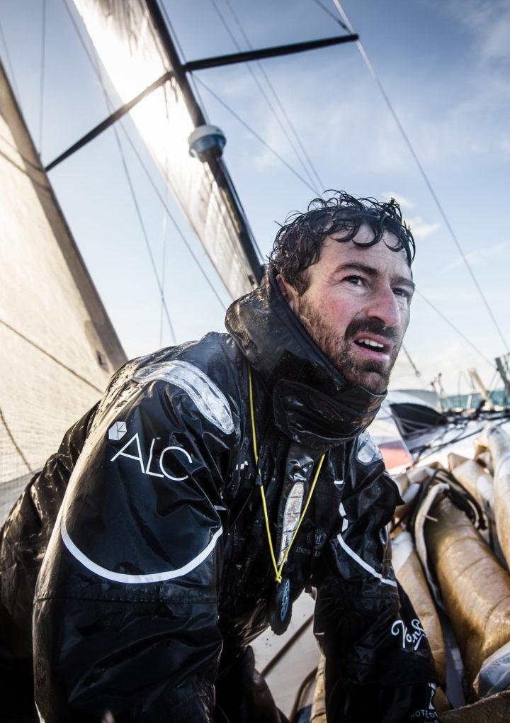 IMIT incontra il campione del mondo britannico di vela Phil Sharp. I manager chiamati a vincere la regata nelle acque internazionali.